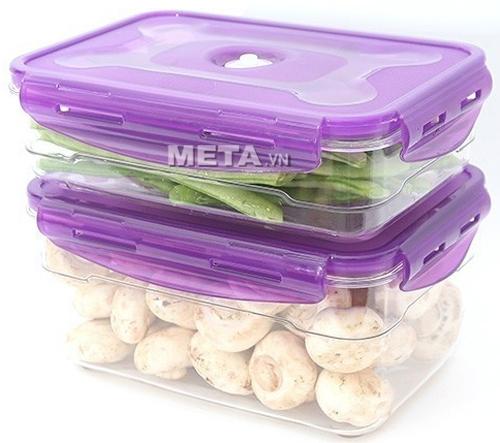 Cất giữ thực phẩm trong hộp bảo quản chân không Neoflam giúp tủ lạnh gọn gàng hơn.