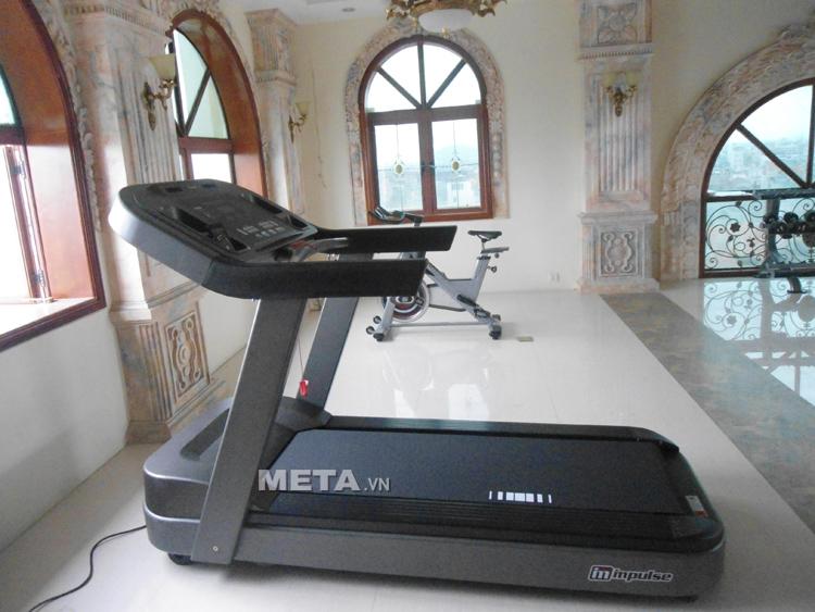 Hình ảnh thực tế máy chạy bộ điện cỡ lớn Impulse PT300 được lắp đặt tại phòng tập Gym ở Hải Phòng.