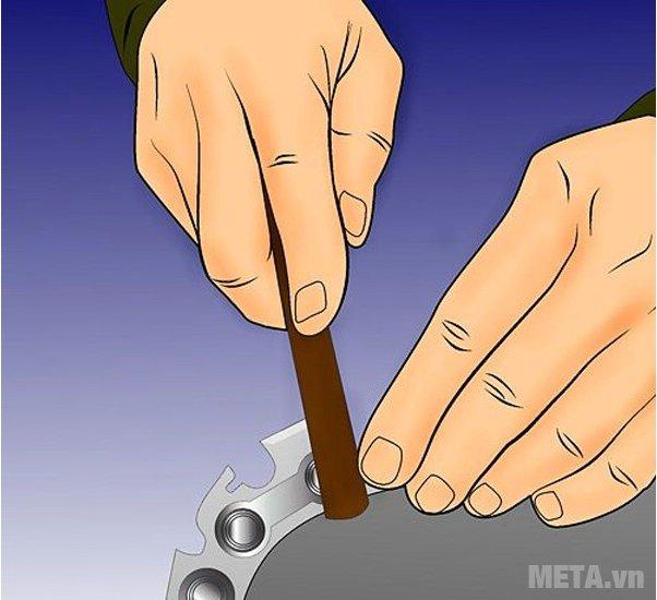 Cách dũa xích của máy cưa xích - Bước 7