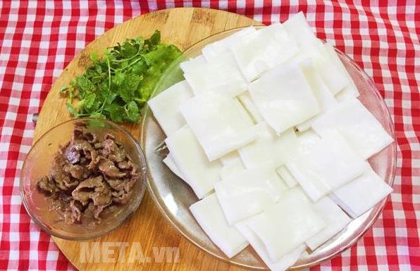 Xào thịt bò với tỏi băm nhỏ