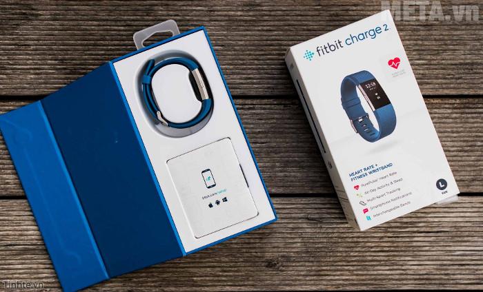 Vỏ hộp của vòng đeo tay sức khỏe Fitbit Charge 2