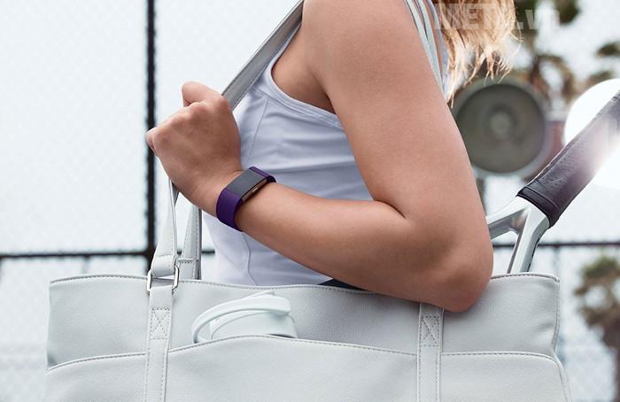 Vòng đeo tay theo dõi sức khỏe Fitbit Charge 2 đem đến cá tính cho bạn