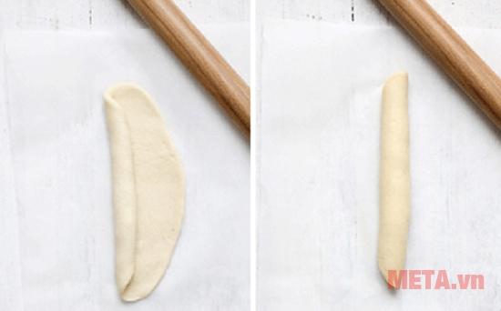 Cuộn phần bột đã cán mỏng lại