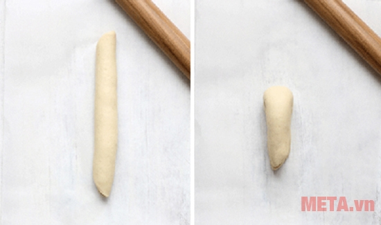 Gấp đôi dải bột và làm tương tự một dải bột nữa