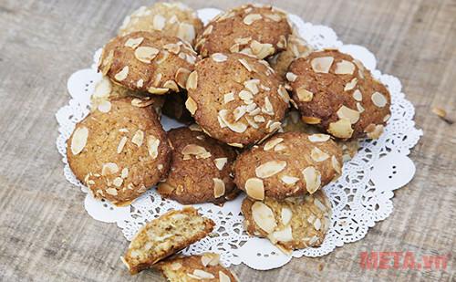 Bánh quy dừa hạnh nhân có vị thơm ngon béo ngậy phù hợp với khẩu vị của nhiều người