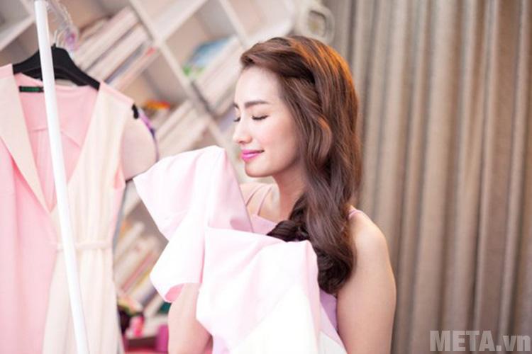 Làm mềm quần áo bằng nước xả vải