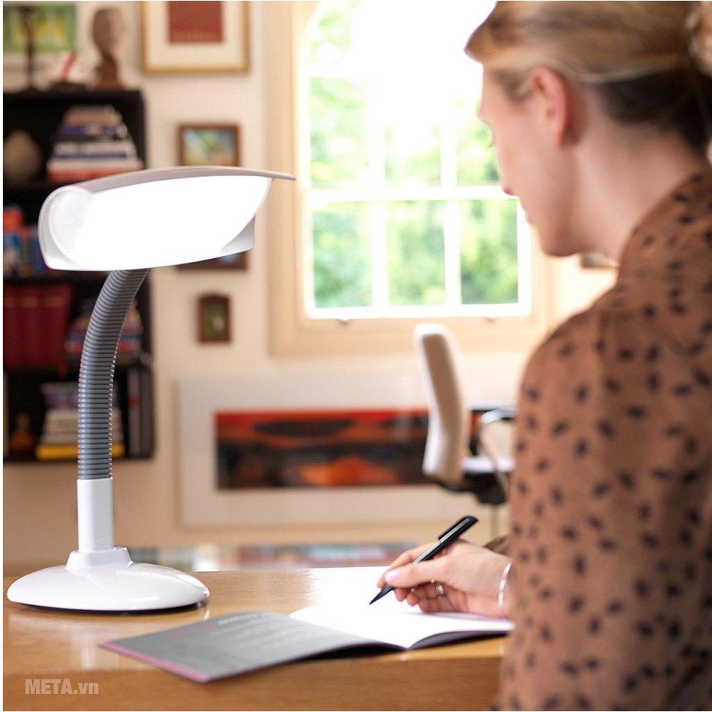 Sử dụng đèn bàn đúng cách