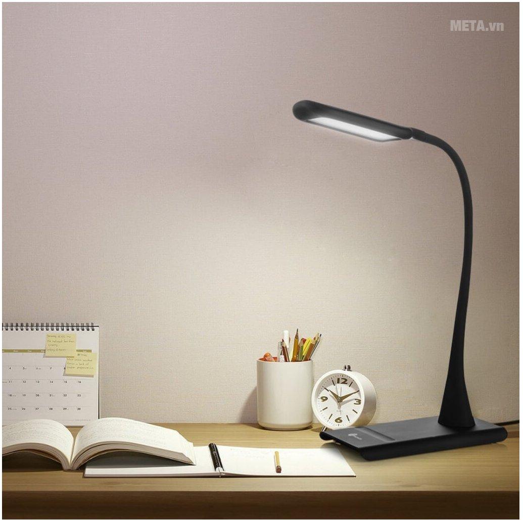 Đèn bàn cho ánh sáng hiệu quả