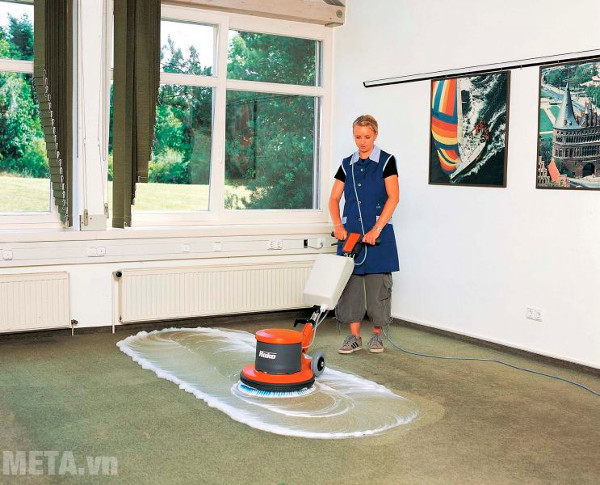 Máy chà sàn phù hợp với những bề mặt rộng
