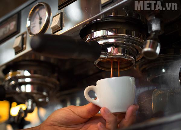 Cà phê chảy quá nhanh là một lỗi thường gặp ở máy pha cà phê