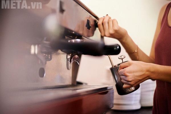 Khi máy pha cà phê gặp các vấn để bạn nên khắc phục ngay để không gây ảnh hưởng đến tuổi thọ của máy