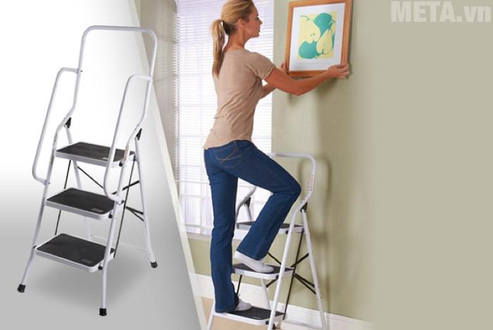 Thang ghế là loại thang phù hợp với nhu cầu sử dụng trong gia đình