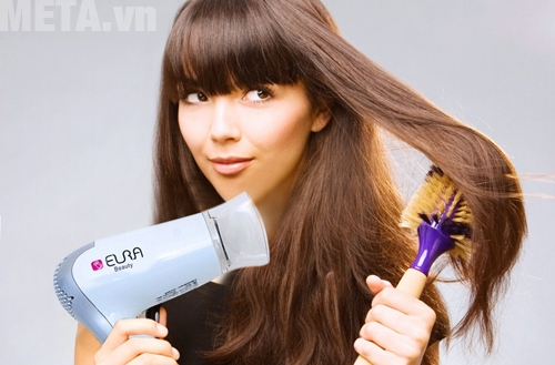 Một chiếc máy sấy tóc giúp bạn có một mái tóc khô ráo trong mùa ẩm ướt
