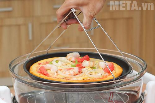 Hình ảnh nướng Pizza bằng lò nướng thùng