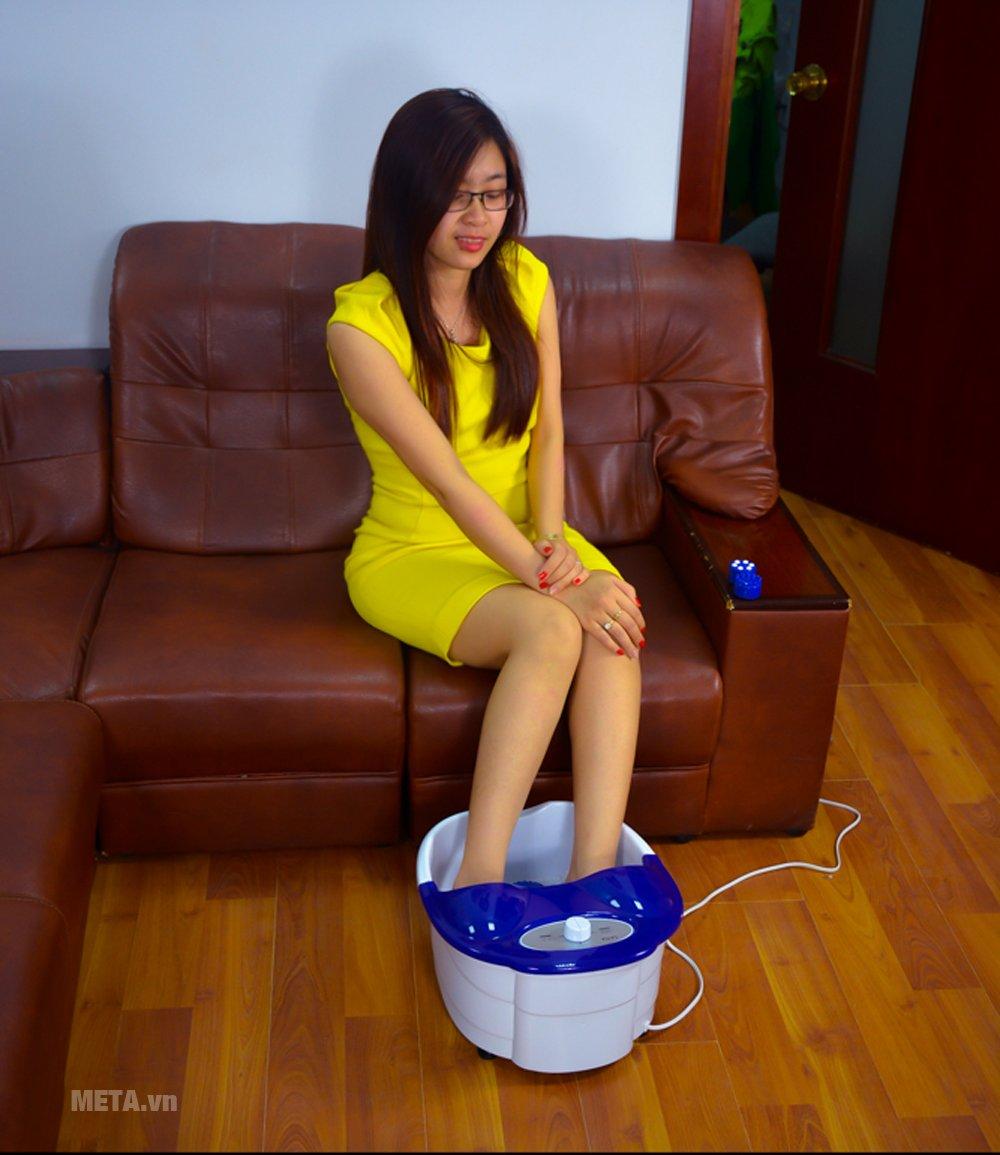 Bồn massage chân hồng ngoại Laica PC1301 có chức năng massage rung / sủi mạnh, đèn hồng ngoại và làm nóng nước nhanh chóng