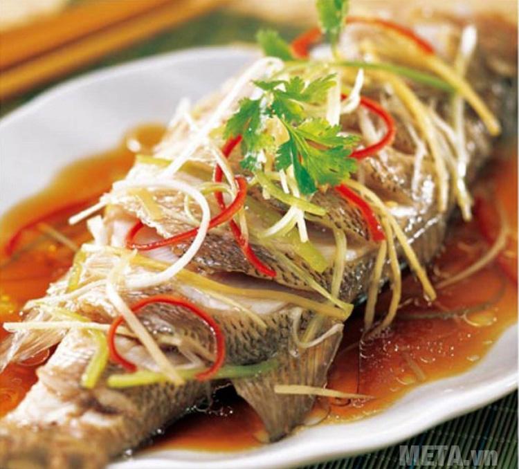 Món cá hấp bằng lò vi sóng