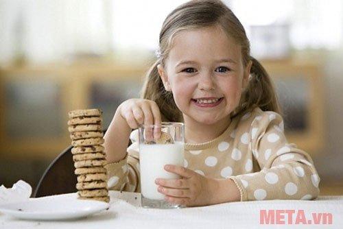 Sữa đậu nành cung cấp canxi giúp bé tăng chiều cao hiệu quả