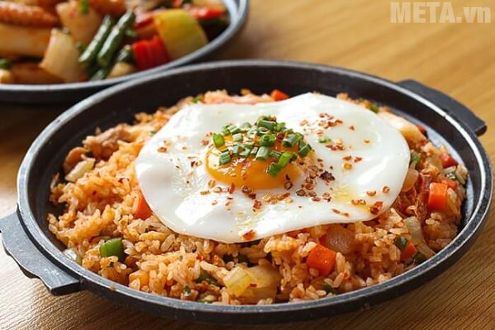 Cơm rang kim chi sự kết hợp giữ ẩm thực Việt Nam và ẩm thực Hàn Quốc