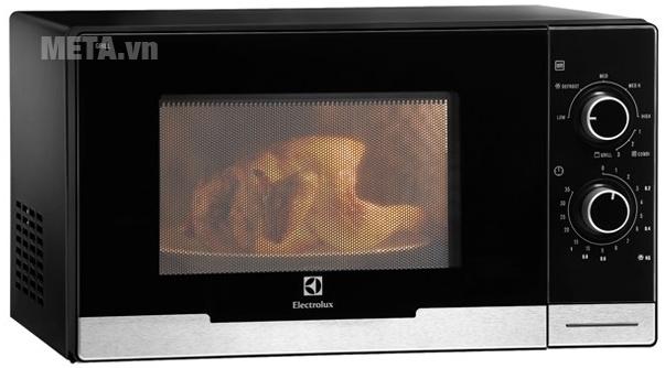 với quạt đối lưu giúp nhiệt luân chuyển đều cùng 2 điện trở trên dưới giúp bạn chế biến những món nướng thơm ngon, tuyệt vời nhất, thực phẩm có thể chín đều nhanh chóng cả trong lẫn ngoài mà vẫn giữ được độ mềm mịn, ẩm.