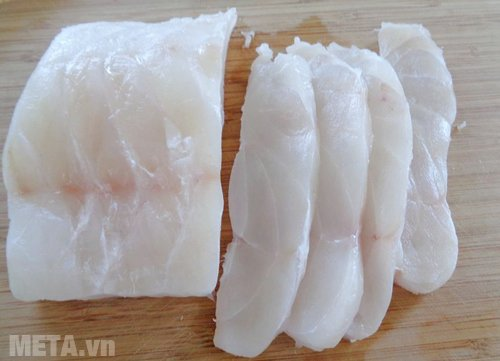 Thái cá thành từng lát mỏng