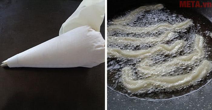 Bạn dùng bịch bông kem có đui răng cưa để tạo hình cho khoai được đẹp mắt