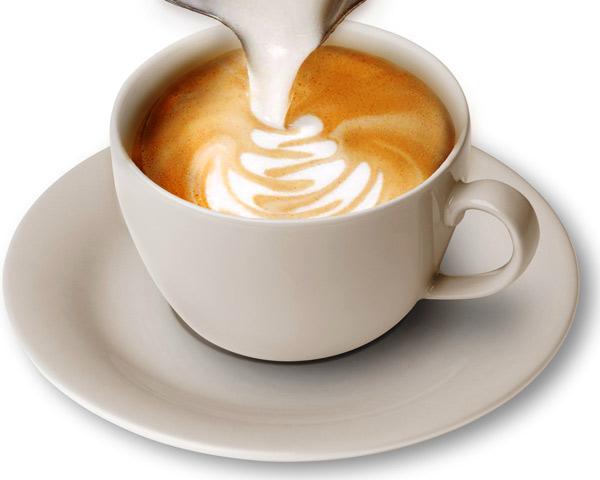Người pha chế cần kiên nhẫn rèn luyện thường xuyên để có kỹ thuật tạo tách cà phê Capuchino