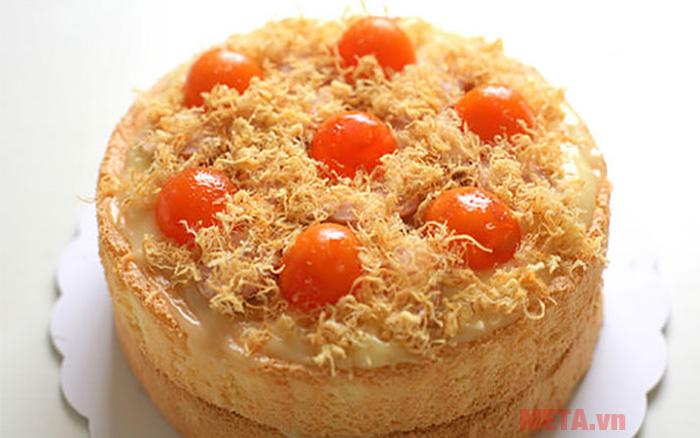 Bánh bông làn trứng muối là món ăn được nhiều người yêu thích