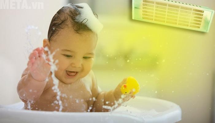 Đèn sưởi phù hợp cho sử dụng cho bé khi tắm