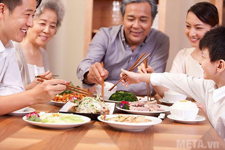 Canh cải nấu cá rô là món ăn dân dã đối với các gia đình Việt Nam