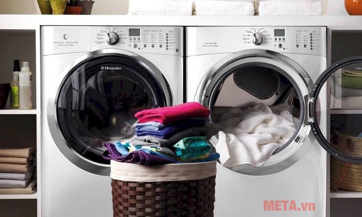Khi giặt cần phân loại quần áo theo chất liệu vải