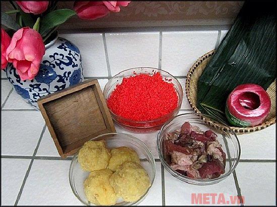 Sơ chế các nguyên liệu trước khi tiến hành gói bánh