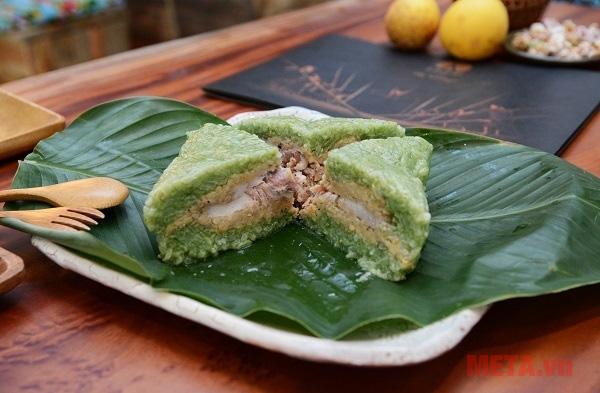 Bánh chưng xanh sẽ thêm phần hấp dẫn cho mâm cỗ ngày tết