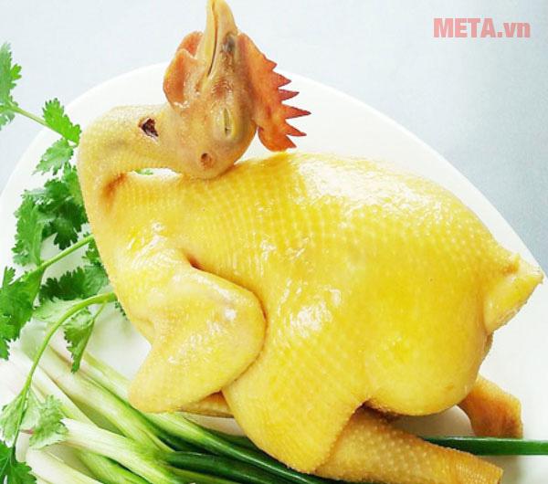 Khi chọn gà chuẩn luộc sẽ có màu vàng đẹp mắt