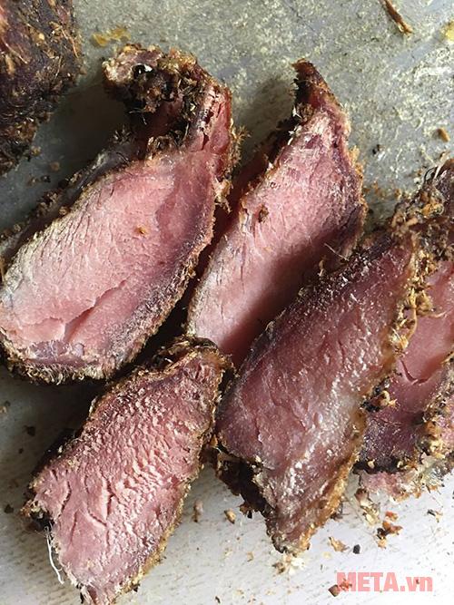 Nhìn món thịt lợn gác bếp hấp dẫn quá, làm thôi các bạn ơi!
