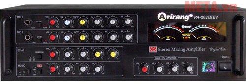 Máy tăng âm vận hành với công suất mạnh mẽ 320W