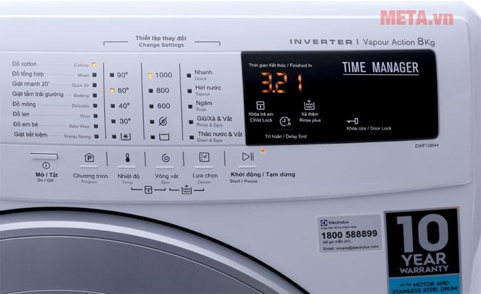 Máy giặt trang bị bảng điều khiển tiếng Việt rất dễ dùng
