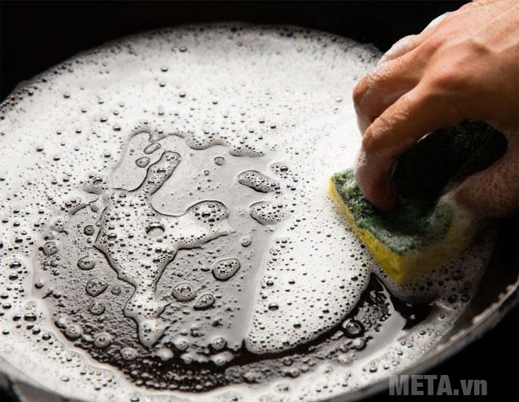 Các cách làm sạch đáy nồi chảo nhanh chóng, đơn giản