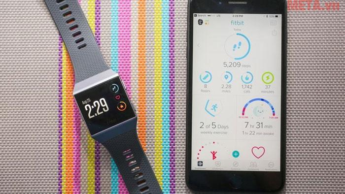Fitbit Ionic kết nối và để hiển thị các kết quả trên điện thoại thông minh