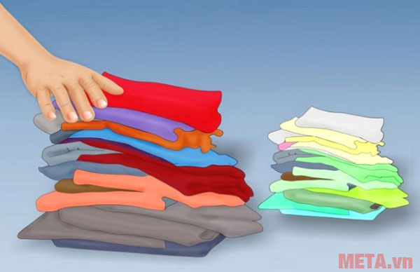 Cũng giống như giặt quần áo, bạn nên phân loại quần áo trước khi là