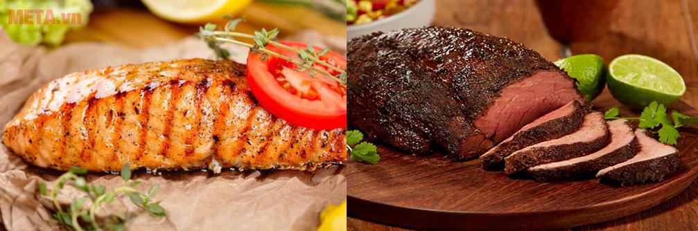 Bật chế độ nướng và tùy vào kích cỡ thịt điều chỉnh thời gian hợp lý khoảng 5 - 10 phút